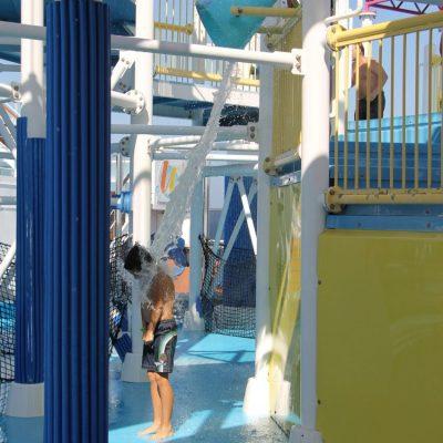 M&M се забавляват в аква парка на кораба