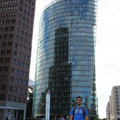 Сградата на Deutsche Bahn на Potsdamer platz в Берлин