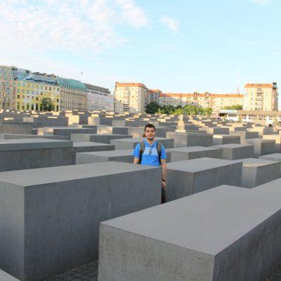 Паметника на жертвите на холокоста в Берлин
