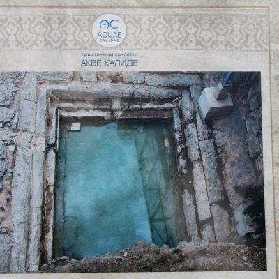 Банята е разполага със студен и топъл басейн