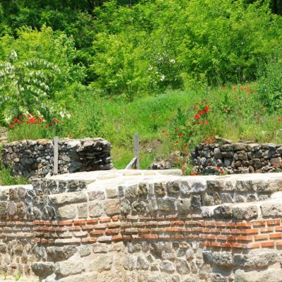 Крепостните стени на Акве Калиде