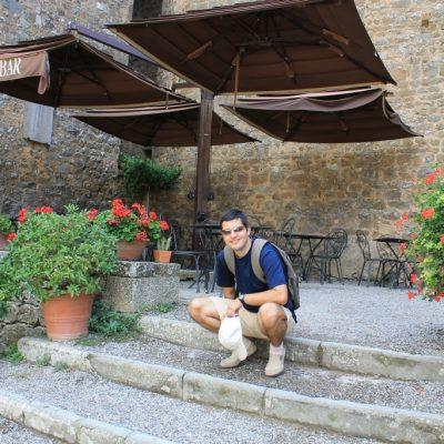 вътрешния двор на крепостта в Монталчино