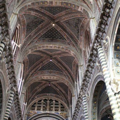 Великолепния интериор на катедралата в Сиена