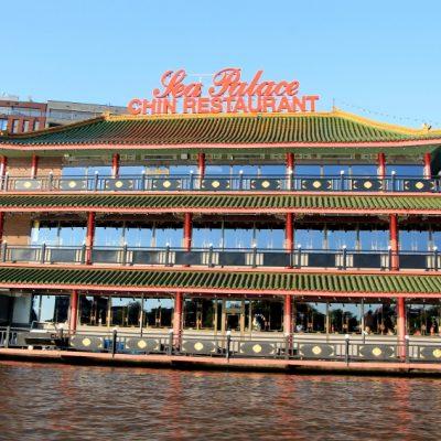 Централната гара в Амстердам и китайския ресторант Sea Palace, който има 800 места