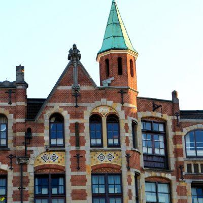 Фронтонът на къщата бил символ на социалния статус на нейния собственик