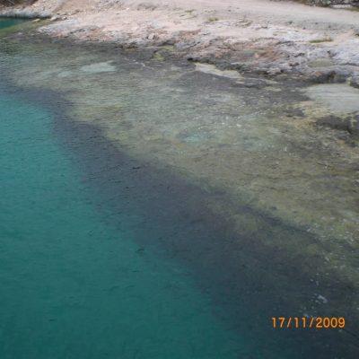 Морето е не само много синьо, но и изключително чисто и прозрачно