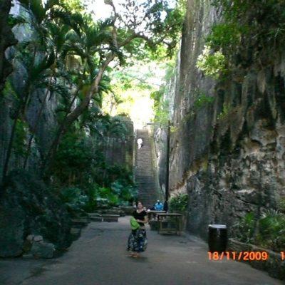 66-те стъпала изсечени директно в скалата в Насау, Бахамите