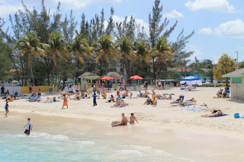 Плажът Junkanoo сниман от кея