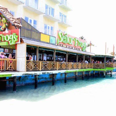 Барът senor Frog's в Насау е толкова популярен, сред американците, че повечето сувенири от там са брандирани с него