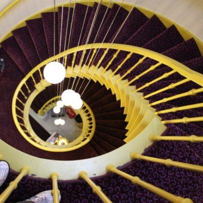 Вътрешното стълбище на хотел Van Eyck, Брюж