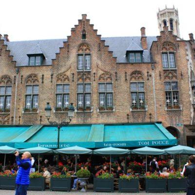 Дворцовия площад в Брюж