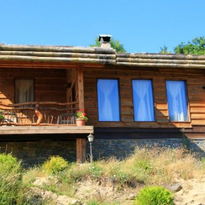 Дървената къща в Лещен