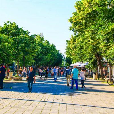 """Бургас - пешеходната улица """"Александровска"""", на която се намира и хотел България"""