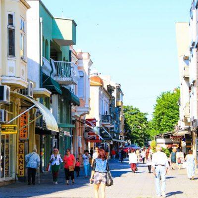 Пешеходната улица Богориди в Бургас