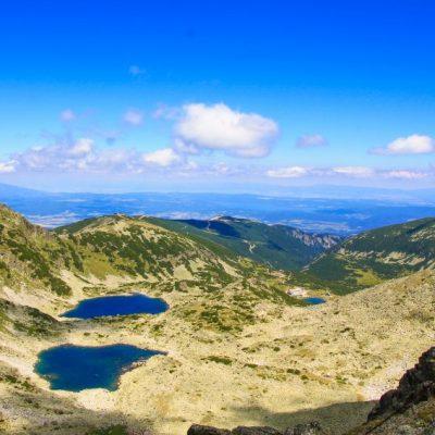 Гледка от връх Мусала към Мусаленските езера и хижа Мусала
