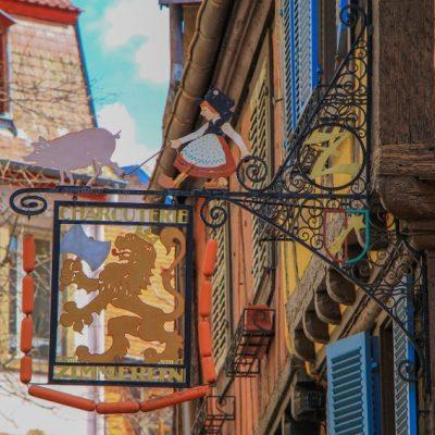 Почти всяка къща в Колмар си има герб
