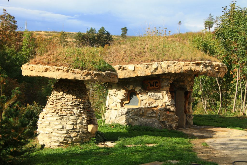 Kamenni kashti zlaten park Lukovit
