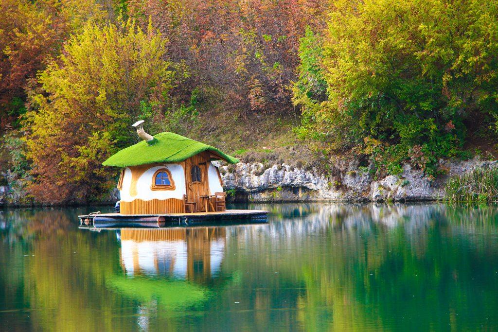Floating house Lukovit