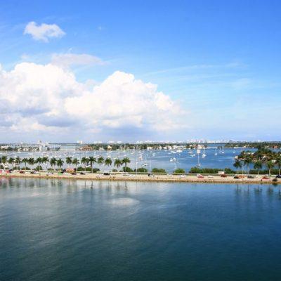 Корабът отплава от Маями