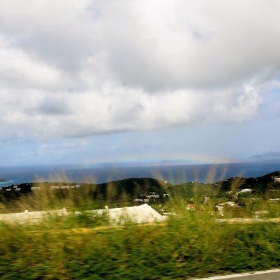 Гледка в движение - остров обвит в дъга