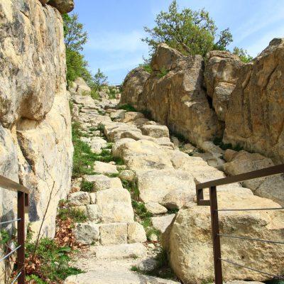 Перперикон - Изкачване по каменното стълбище за пречистване