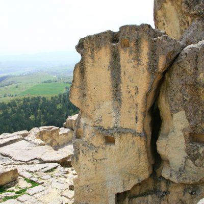 Перперикон - следите в скалите от подовете и таваните на двореца