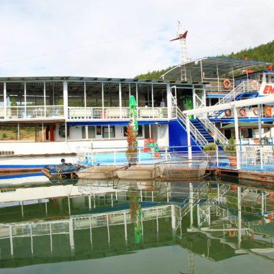 кораб ресторант Емона на Язовир Кърджали