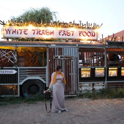 Входът на ресторант White trash