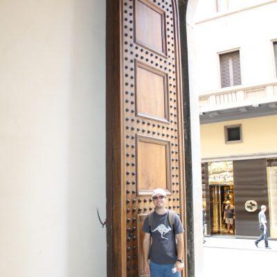Типични са и огромните порти към вътрешните дворове на сградите