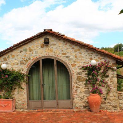 Типично тосканско имение  с малко ресторантче и къща за гости