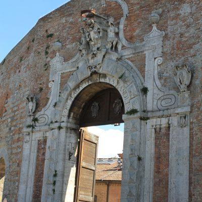 Porta Camolia - една от входните точки към стария град на Сиена