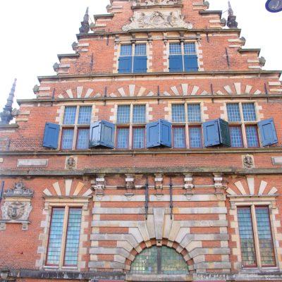 Влеесхал - бившия пазар за месо, сега е музей на съвременното изкуство. Сградата е построена през 1602 г. и също се намира на централния площад Grote Markt в Харлем