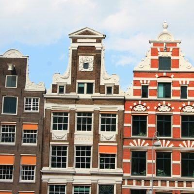 Типичните за Амстердам сгради с фронтони