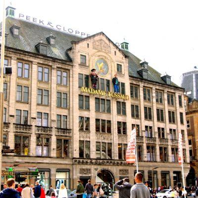 Музея на мадам Тюсо в Амстердам, който също се намира на площад Дам