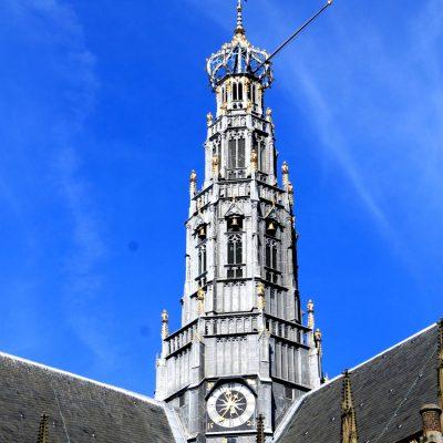 Изработената от дърво кула на Grote Kerk е висока 80 м. и най-високaта сграда в Харлем