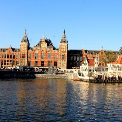 Централната гара в Амстердам и ресторант Loetje Centraal