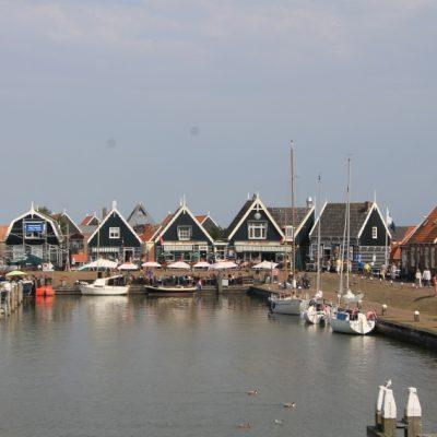На пристанището в Маркен има няколко ресторантчета предлагащи вкусни рибни деликатеси