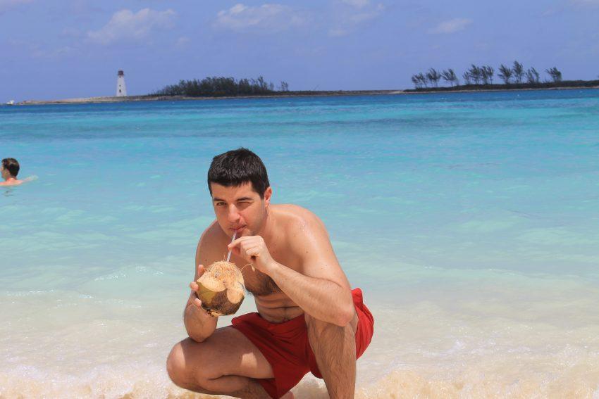Охладен кокосов орех - изключително освежаващо