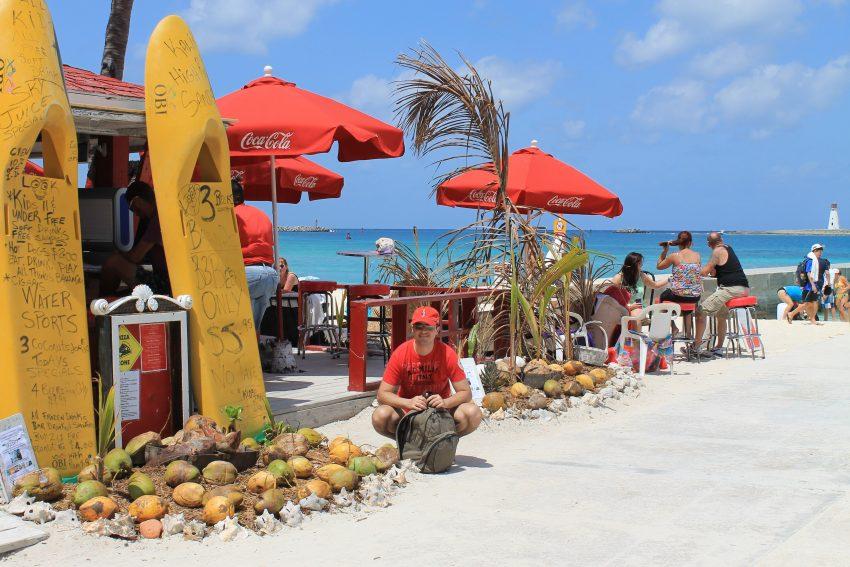 Плажния бар на Junkanoo  - Насау, Бахамски острови