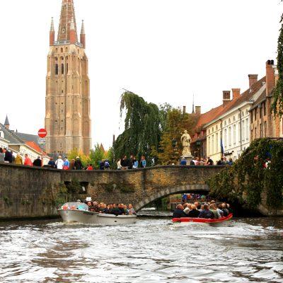 Разходка с лодка по каналите на Брюж