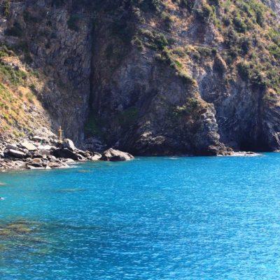 Лазурното море на Чинкуе Тере и Риомаджоре