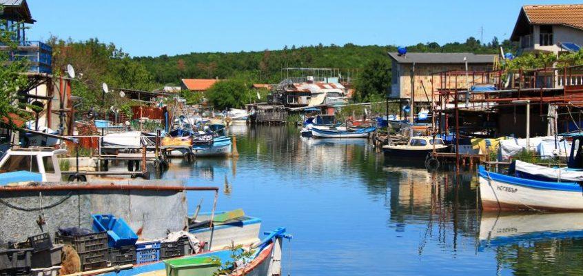 Цветовете на рибарското селище
