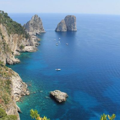 Склаите Faraglioni  - символа на Капри