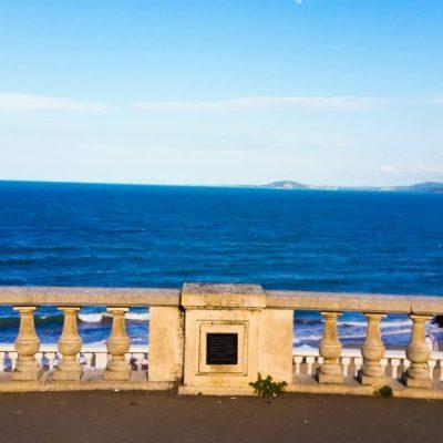 Гледки от терасата до морското каизно в Бургас