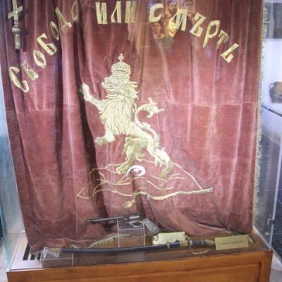 Избродираното от райна Княгиня знаме на Априлското въстание