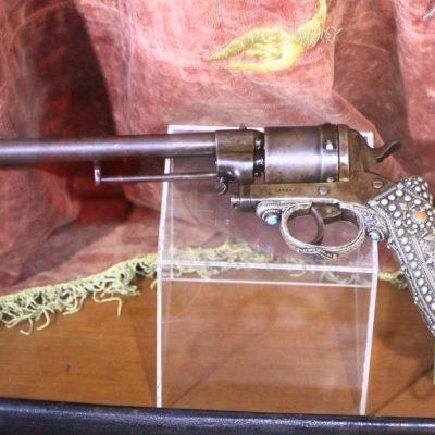 Пистолетът на Райна Княгиня