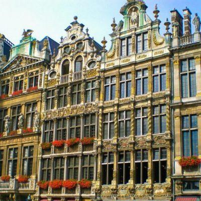 Канторите на различните занаятчийски гилдии на централния площад в Брюксел