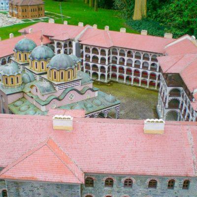 Макет на Рилския манастир в парка Мини Европа в Брюксел