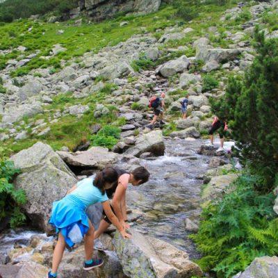 Пресичането на река Мальовишка понякога иска баланс и внимание