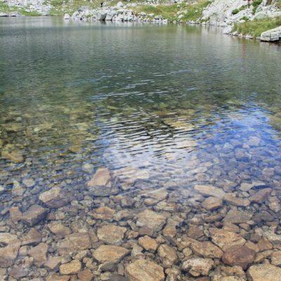 Кристалните води на Елениното езеро под връх Мальовица